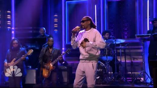 "Snoop Dogg & The Roots Do ""So Many Pros"" On Jimmy Fallon"