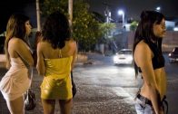 Prostitute Jumps Through Window Of Car After Guy Tries To Leave Without Paying!