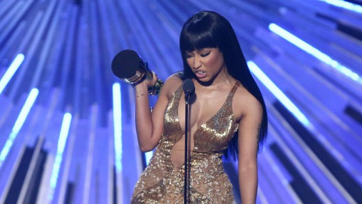 Nicki Minaj Calls Out Miley Cyrus During VMAs Acceptance Speech