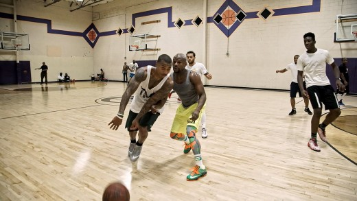 Isaiah Thomas Takes On Floyd Mayweather In A Game Of Pick-Up