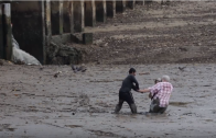 Respect: Man Doesn't Doubt And Does Everything To Help 2 Tourists Stuck In Mud!