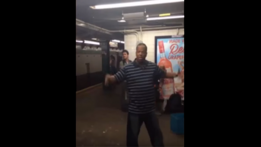 Subway-Singer-Moves-People-To-Tears-With-His-Incredible-Platform-Performance!